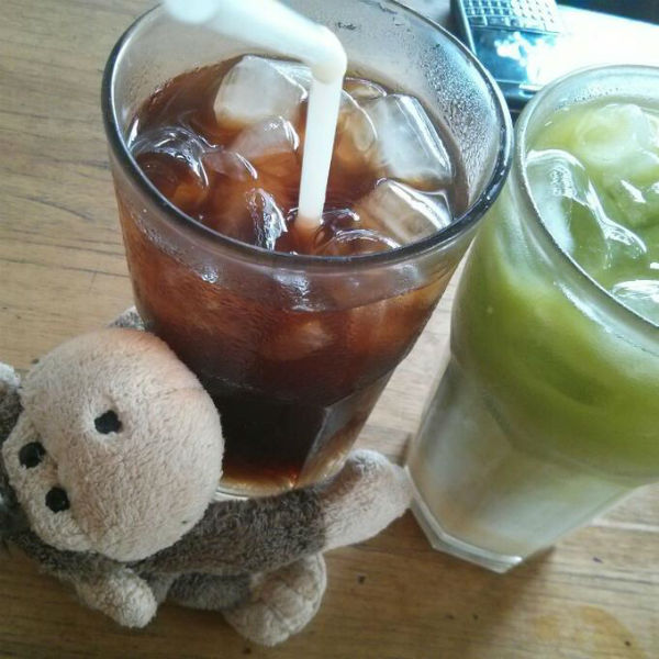 Mulyadi dengan Progo Iced Coffee dan Green Tea something